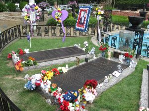 10 Famous Graves from Around the World